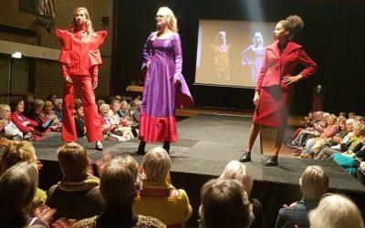 Foto's modeshow Veluwehal Barneveld serie 1